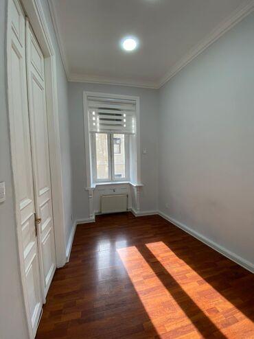 10641 elan: В центре города (icherisheher) в студии красоты сдаются комнаты в