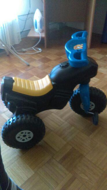   Lazarevac: Dečiji motor guralica na pedale
