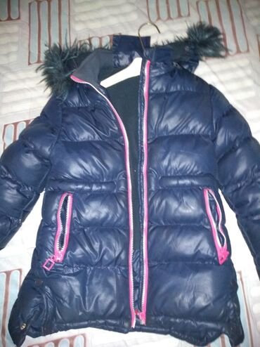 Jakna za devojčice debela dostabr piše 8-9 jakna je lepša uživo. Za