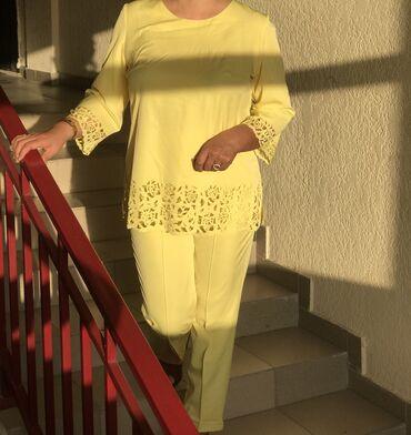 Красивый нарядный костюм сочного цвета, подойдёт как для особенных ме
