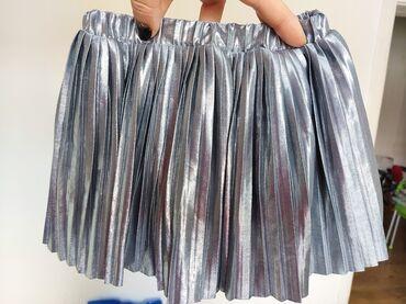 Suknja srebrna vel 2, preslatka, kao nova, ne pegla se, odlicna za