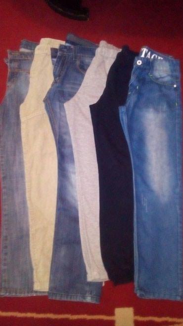 Troje farmerke, dve trenerke i pantalone od somota, veličina 8 i 10. - Sabac