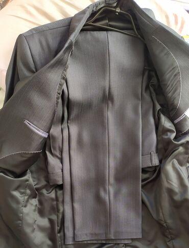Продаю мужской классический костюм двойка . Цвет темно серый. Одевал л