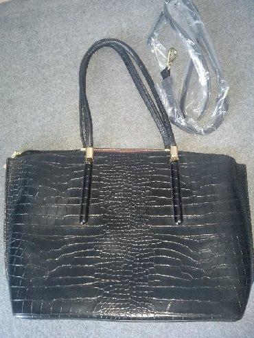 сумка черного цвета в Кыргызстан: Сумка женская.цвет черный.40на25см.цена1200с