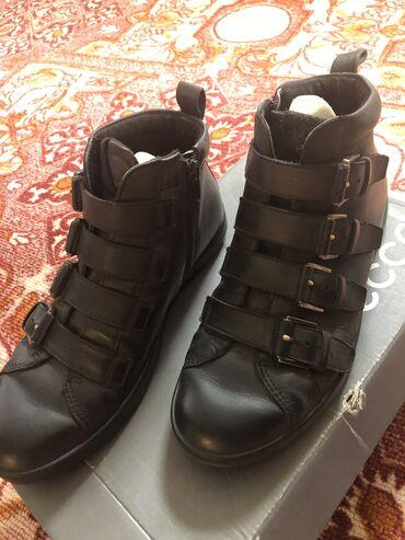 демисезонные замшевые полусапожки в Кыргызстан: Демисезонные ботинки фирменные Ecco-Россия-оригинал, женские -Б/У