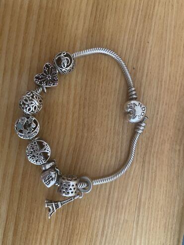 Браслеты - Б/у - Бишкек: Продаю серебряный браслет Пандора в идеальном состоянии 3000с много