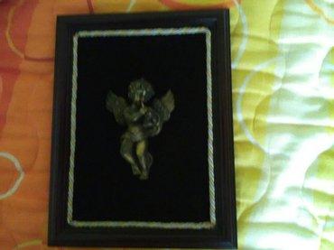 Uramljena skulptura anđela koji svira, dimenzije rama 30 cm sa 22,5 cm - Pozarevac