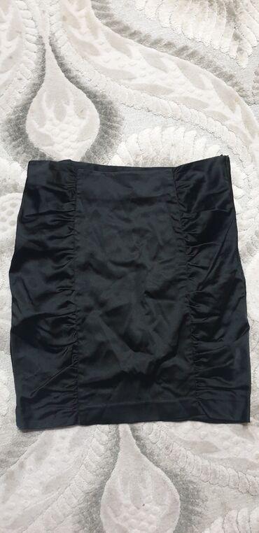 Черная атласная юбка. В отличном состоянии. Фирма H&M. Размер