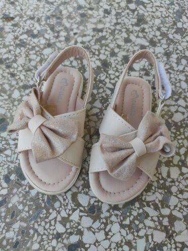 Sandalice krem boje sa sljokicama,vel 21. Kao nove,obuvene samo 2