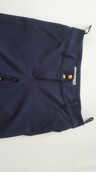 Pantalone m tamno braon imaju dva zakopcavanja napred - Srbija: Tamno plave pantalone, svečane. Veličina 38. Imaju elastina. Nošene
