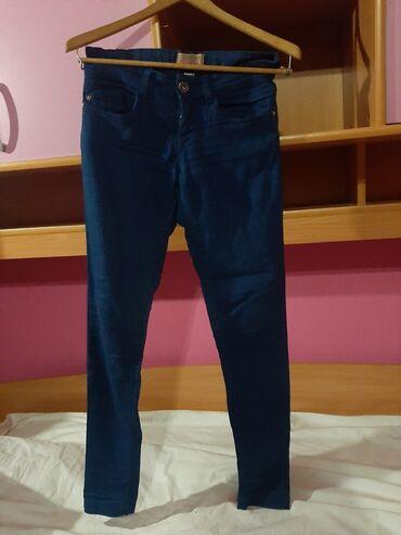 Bershka pantalone velicina 34