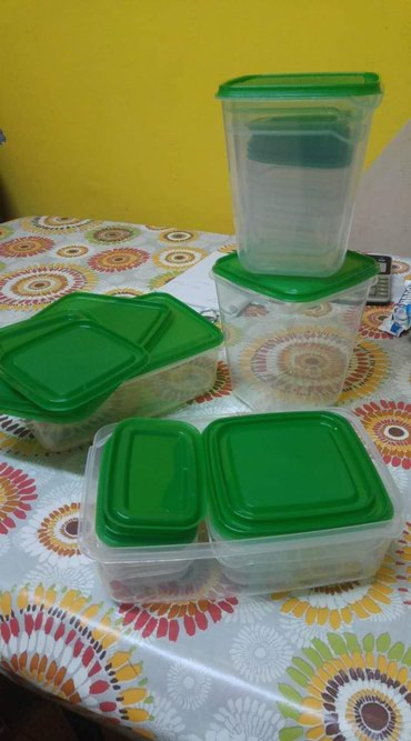 Set 17 plasticnih posuda  - Kikinda