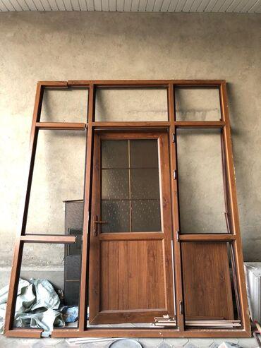 Продаю дверь. длинна ( 2,40 ) ширина (2)