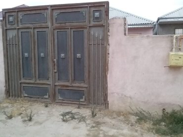 Bakı şəhərində Ramana savxozunda yola marsuruta yaxin 3 otaq orta tamirli 2 sotun