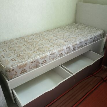 Продаю кровать с ящиками одномпалка.10000т.с