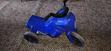 Motorić plavi dečiji   Motorić na 3 točka, kao guralica. U voznom stan