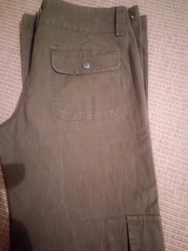 Od skaja - Srbija: Pantalone od kepera,skoro nenošene.Boja maslinasto zelena.Veličina M