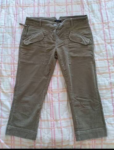 Sisley - Srbija: Sisley nove 3/4 pantalone somot, ima dosta elastina. Velicina 42