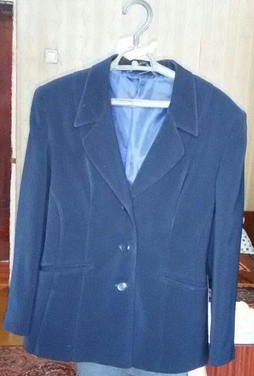 синий пиджак женский в Кыргызстан: Продаю женский пиджактемно-синего цвета, размер 48-50, в хорошем