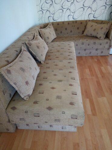 Kuća i bašta - Loznica: Ugaona moze kao fean.lezaj sa jastucicima sa sandukom za odlaganje