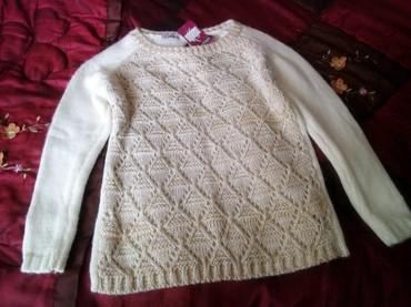 женские-белые-свитера в Азербайджан: Qadin ucun poliver.Uzerinde qizili iwlemeler var.44-46