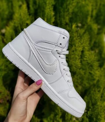 Kozne cipele - Srbija: Duboke Nike Air Force je model koji kupci najcesce biraju za