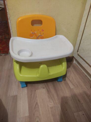 стулья для зала бишкек в Кыргызстан: Стульчик складной,крепится на стол.Пятиточечная защита