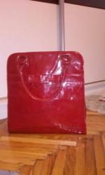 Nova prelepa AVON lakovana torba. Tamno crvena. Prostrana. 1700 - Kovacica