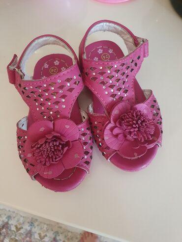 Uşaq ayaqqabıları Xırdalanda: Bosonojki 24 razmer. 23 razmere gedir. Ici ortopedikdi.Yaxwi