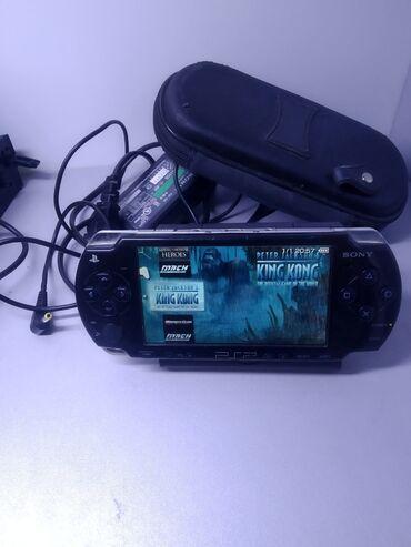 sony psp portable в Кыргызстан: Psp 100 игр флешка 64 Гб,прошитая, в комплекте зарядка и