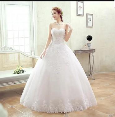 Продаю красивоеновое свадебное платье