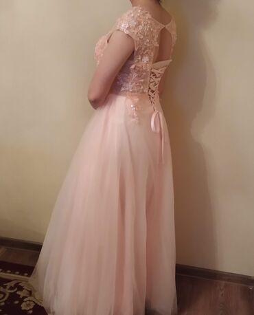 Красивое вечернее платье, б/у носили 2 раза. В живую цвет насыщеннее