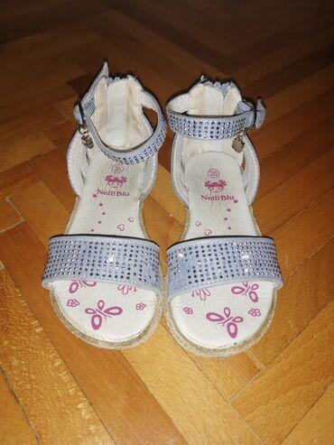 Prelepe decije sandale, ocuvane. Duzina unutrašnjeg gazista je 16.5 cm