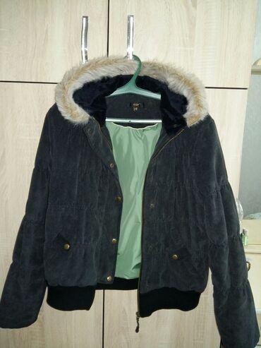велюровые платья для полных в Кыргызстан: ПРОДАЮ Куртку женскую фирменная ( велюровая) 44-46размера на