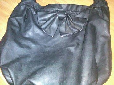 Crna torba sa masnom, samo mi je stajala ne nošena, vrlo laka za - Cuprija