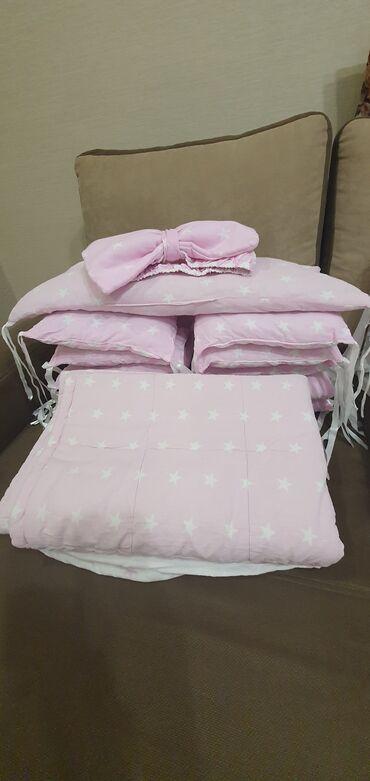 Продаю бортики в кроватку, 10 подушек квадратных и 1 облачко подушка