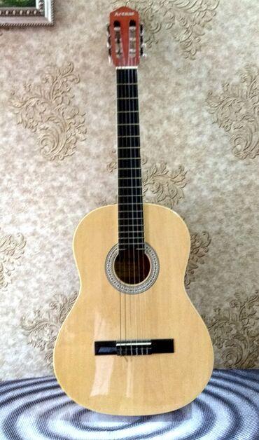 gitara klassik - Azərbaycan: Klassik Gitara (ARENAS)Çexol üstündə verilir.Orijinaldır Royal