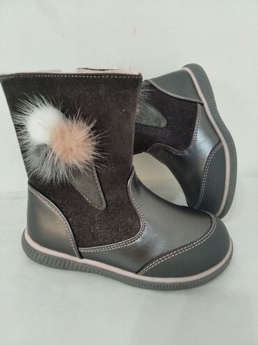 Для девочек#1)сапоги(дэми) 25-размер 2)Лакированные туфливнутри