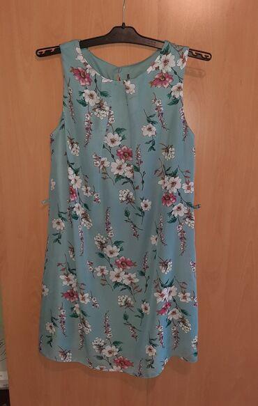 Haljine   Pozarevac: Prelepa cvetna haljina, laganog materijala. Velicina je L. Duzina