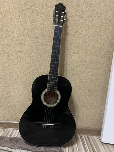 Продаю гитару, классическая 39 размер!! Сам пользовался около месяца