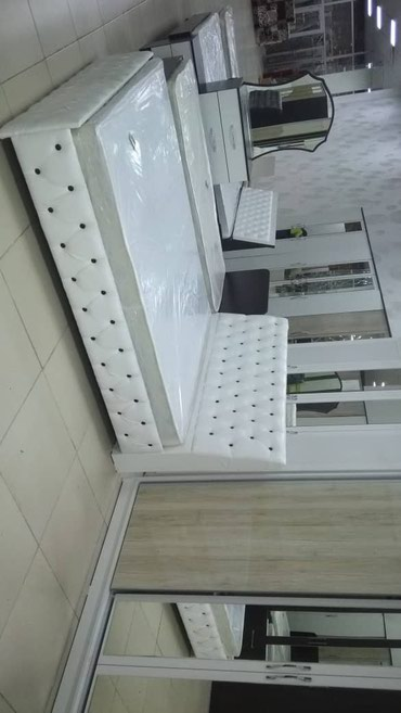 Кровать размер 200* 1.60 полностью одбито кожой очень качественный в Бишкек