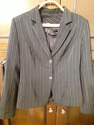 темно синее в Кыргызстан: Продаю темно-синий костюм размер 44. Тень не такая светящаяся как на