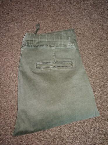 Ženske zelene pantalone Veličina S - Obrenovac