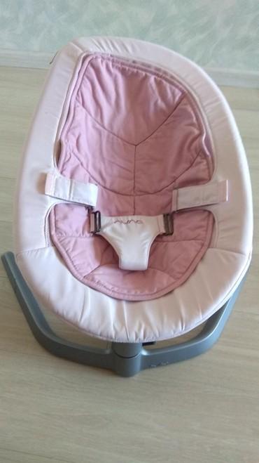 шезлонг для грудничков в Кыргызстан: Шезлонг-качеля для малышей. Фирма:Nuna Leaf(оригинал)Покупали за 15000