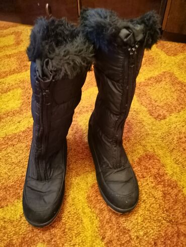 Zenske cizme, br. 39, sa spolje strane nema nikakvih ostecenja, dok sa