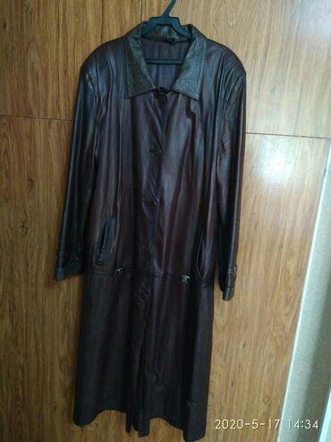 Плащи в Кыргызстан: Продаю женский кожаный плащ, размер 52, производство Турция, цвет