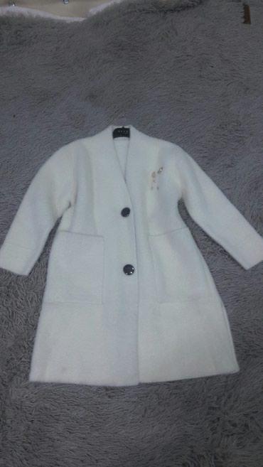 утепленное пальто в Кыргызстан: Срочно продаю пальто ангорка размер стандарт покупала 4500 продаю 2000