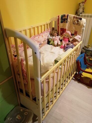 Prodajem deciji krevetac za bebe sa komodom za presvlačenje u