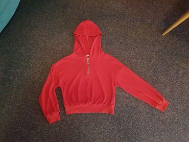 Anatomski ranac - Crvenka: Crop duks crvene boje sa kapuljačom, malo duži od klasičnih crop
