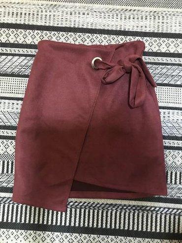 Prelepa suknjica, S/M veličina, prelepo stoji, uska je i prati liniju